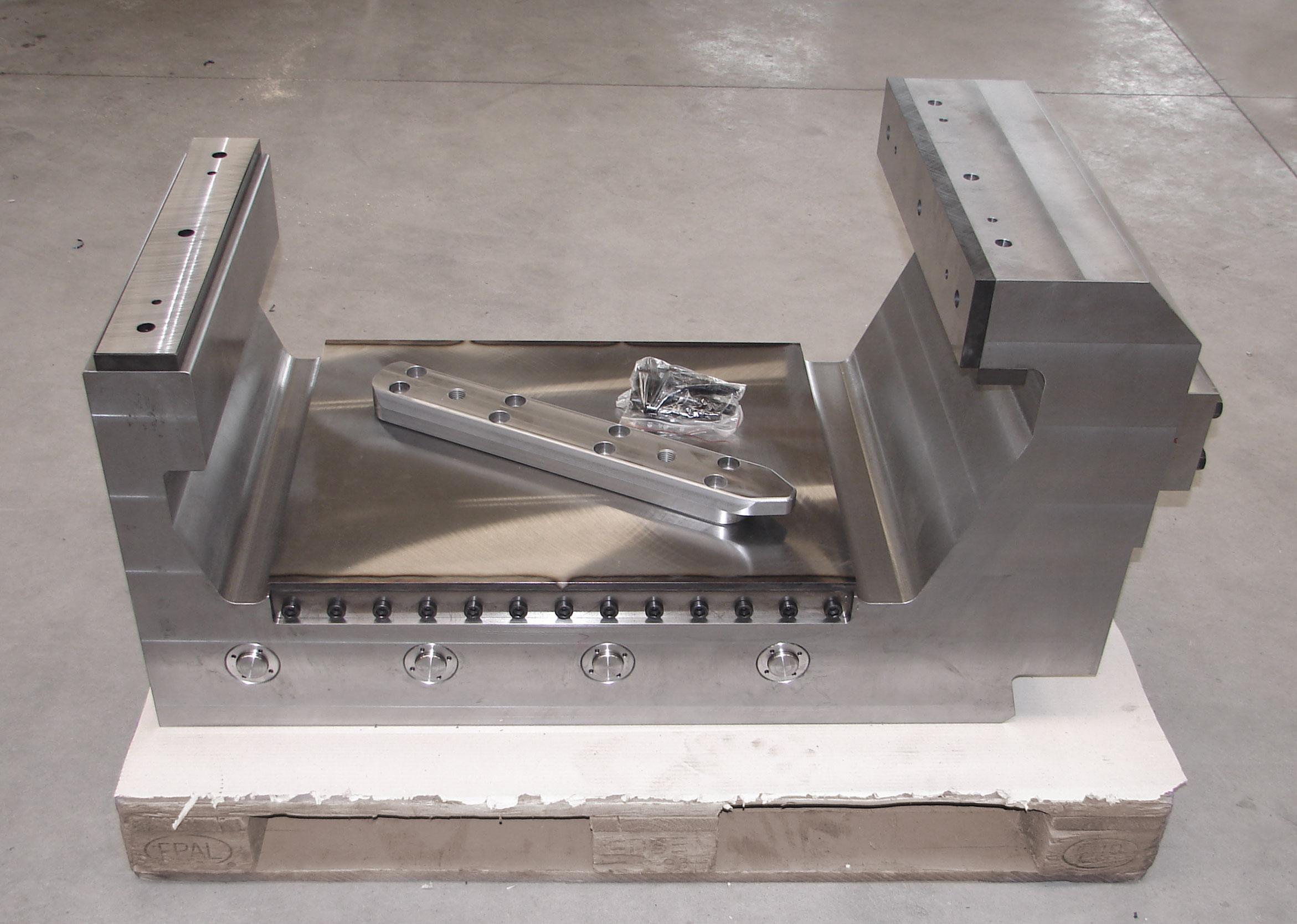 Schlitten / Gegenlager für eine Rohrrichtpresse