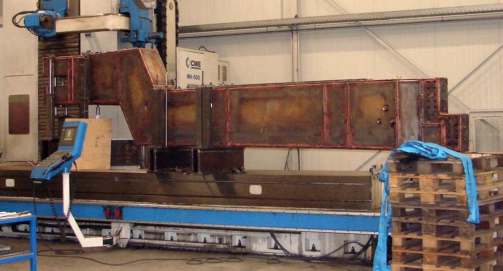 Fräsbearbeitung an einem Elektrodentragarm für die Hochstromtechnik